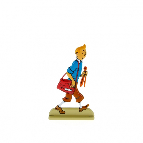 Tintin regarde avec suspicion
