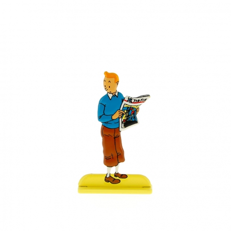 Tintin holding a newspaper